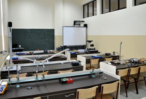 students-in-the-physics-laboratory